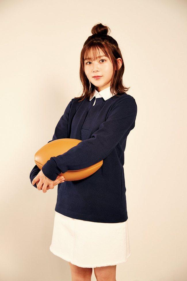尾関梨香、ネイビーのラガーシャツで登場!【欅坂46ラガーシャツに着替えたら】