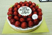 【欅坂46】米谷奈々未の誕生日の集合写真が毛利忍PのTwitterにて公開!米さんとてちって仲いいんだな