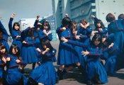 【欅坂46】みんなで戦闘ポーズを決めてるところがすごくカッコイイ件。鈴本美愉だけ謎ポーズなんだがwww