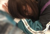 原田葵のブログで、寝ているメンバーが誰なのか話題に