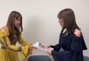 加藤史帆、憧れの秋元真夏にお渡しする動画が公開!【立ち漕ぎ】