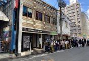 欅坂46カフェの客にハゲたジジイが一人もいない!!