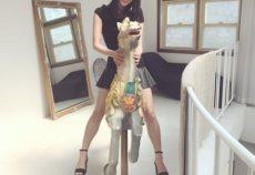 【欅坂46】菅井友香が馬の置物にまたがる写真のエ○さがヤバい… 本スレ民は三○木馬だと妄想し大興奮www